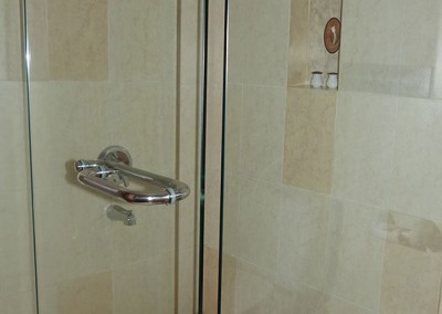 Deluxe-Room-Shower