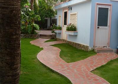 Garden-Path-to-street