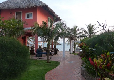 Garden-path-to-the-Beach-Bar